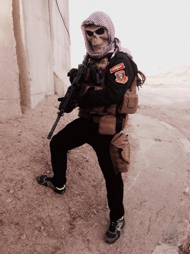 Skull and scarf. ISOF Commando. Also seen are his sneakers, a dump pouch, and an pistol on his kit. (https://www.facebook.com/ISOFGOLD)
